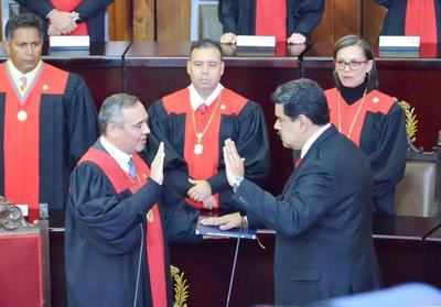 Дмитрий Новиков: «Впереди у Николаса Мадуро, как минимум, пять лет законного президентского срока»