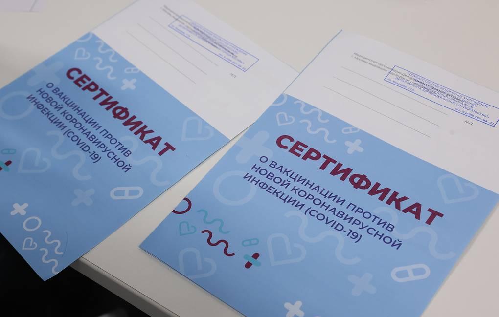 Опрос: Больше половины россиян выступили против обязательной вакцинации от коронавируса