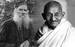 В Госдуме открылась выставка о дружбе Толстого и Ганди