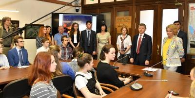Художественная выставка, посвященная защитникам Донбасса, открылась в Госдуме