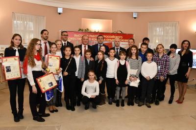 В Мосгордуме открылась выставка «Залп Авроры», посвященная 100-летию Великой Октябрьской социалистической революции