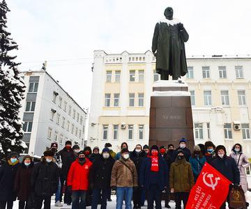 Коммунисты по всей России почтили память Ленина