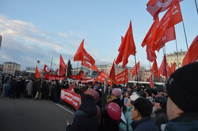 102-ю годовщину Великого Октября отметили по всей России