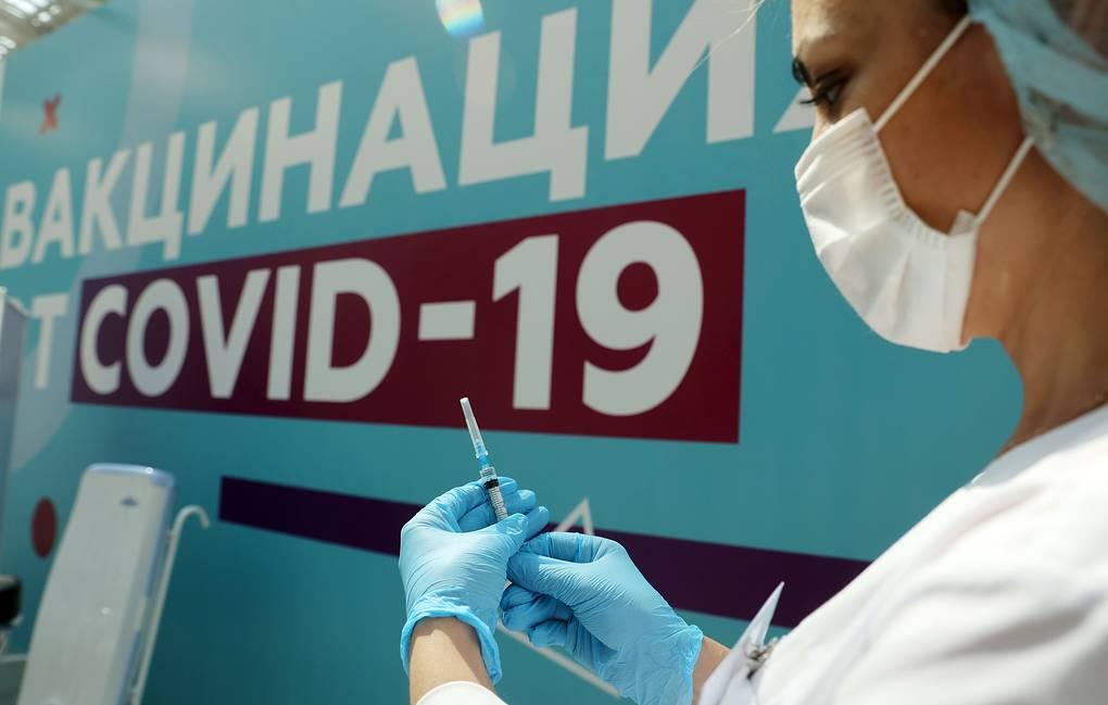 В Роспотребнадзоре сообщили, что полную вакцинацию в России прошли более 21 млн человек