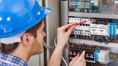 Зачем нужна, где находится и кто обслуживает электрощитовую в МКД