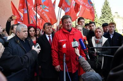 Владимир Кашин: Подвиг космонавтов и сегодня светит России путеводной звездой