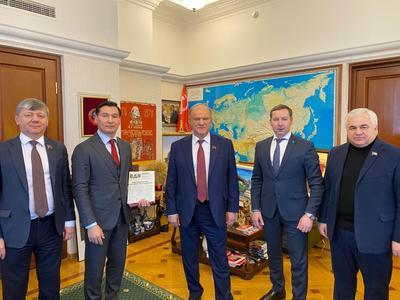 Геннадий Зюганов провел встречу с главой республики Калмыкия Бату Хасиковым