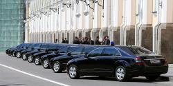«Если человек состоялся, он имеет право на все эти блага». Единороссы отклонили законопроект о запрете закупать за счет налогоплательщиков дорогие автомобили для чиновников