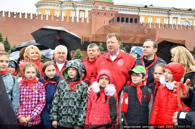 Пионеры на Красной площади поклялись горячо любить и защищать свою Родину