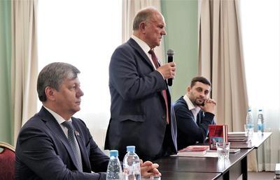 Геннадий Зюганов: Мы должны донести до людей, что КПРФ способна вытащить страну из кризиса
