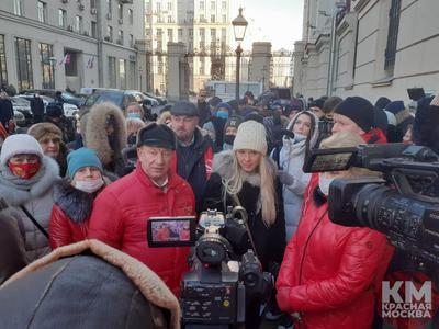 Коммунисты и «Родители Москвы» организовали массовые обращения в столичную мэрию против «дистанционки навсегда»