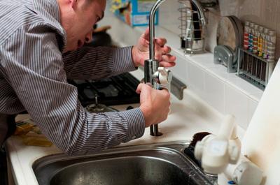 Стояки водоснабжения в многоквартирном доме: кто отвечает и кто должен их проверять и менять