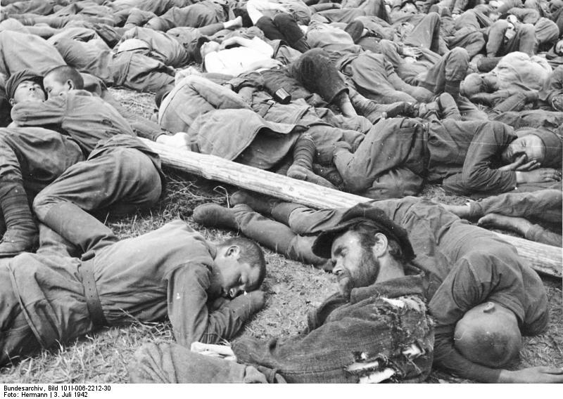 Bundesarchiv_Bild_101I-006-2212-30,_Russland,_Gefangene_russische_Soldaten.jpg
