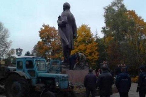 На Украине снесли последний памятник Ленину