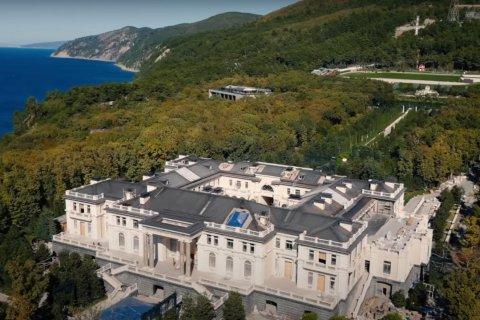 Кремль заявил, что «дворец в Геленджике» принадлежит не Путину, а бизнесменам: Но каким, мы не скажем