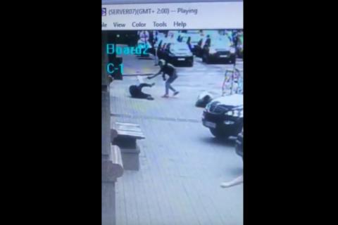 СМИ опубликовали видеозапись момента убийства экс-депутата Госдумы Дениса Вороненкова