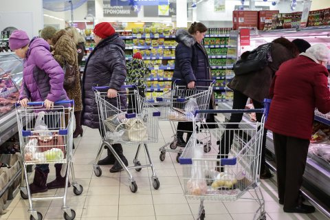 Россиянам не хватает 800 млрд рублей для преодоления бедности