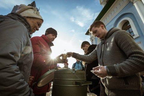 Количество бедных в России за год снизилось на 2%. К 2069 году бедность победят?