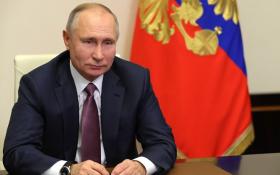 «Успокойтесь, не будет революции». Путин подписал репрессивные законы