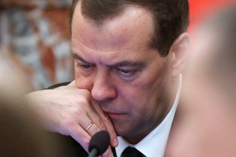 Медведев: Меры по стабилизации экономики не помогли