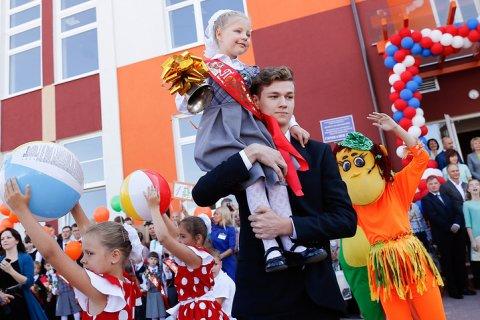 Каждая третья российская семья влезла в долги из-за подготовки к школе