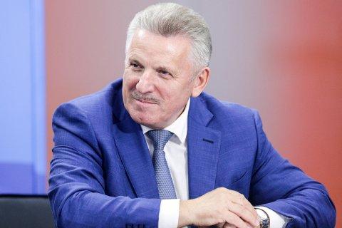 В Хабаровском крае проверяют информацию о доплате к пенсии экс-губернатора Шпорта 2 млн рублей