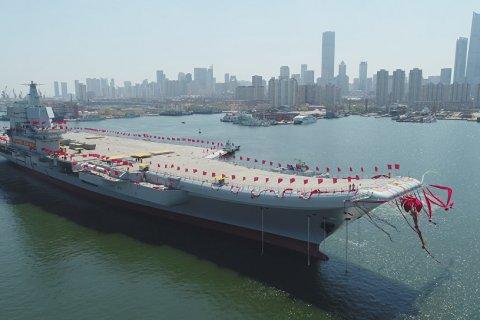 В Китае спущен на воду первый самостоятельно построенный авианосец