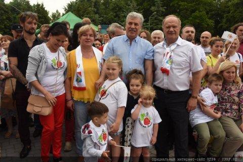 В совхозе имени Ленина прошел фестиваль, посвященный столетию хозяйства