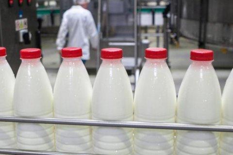 Россельхознадзор нашел гипс, крахмал, мел в молоке