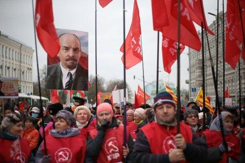 Участники московского митинга КПРФ потребовали сделать 7 ноября государственным праздником