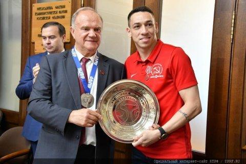 Геннадий Зюганов наградил команду КПРФ – серебряных призеров чемпионата России по мини-футболу