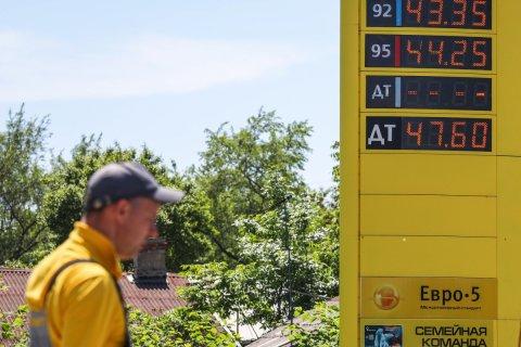 Правительство объяснило рост цен на бензин: Выросло-то чуть-чуть