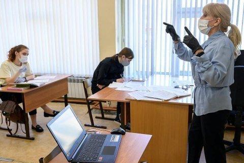 Опрос: Большинство российских учителей не хотят прививаться от коронавируса