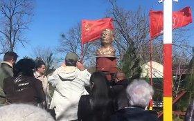 Памятник Сталину установили в поселке в Хабаровском крае