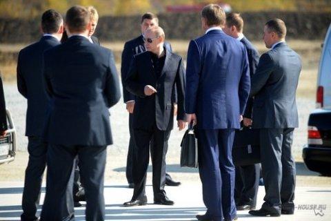 Путин назначил четырех своих охранников губернаторами. Двое ушли в отставку через несколько месяцев. Песков: Это успех