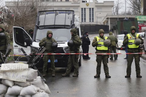 Украинские силовики не пускают граждан России на участки для голосования по всей стране