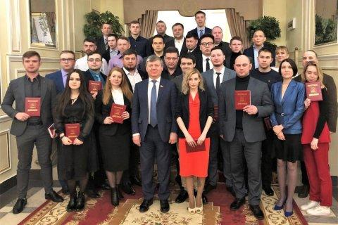 Дмитрий Новиков вручил дипломы выпускникам 40-го потока Центра политической учебы