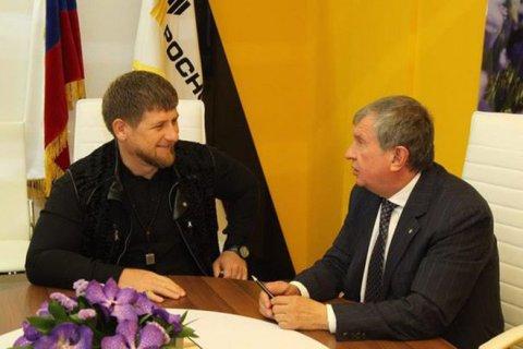 Кадыров и Сечин пригрозили судом Financial Times за разжигание национальной розни