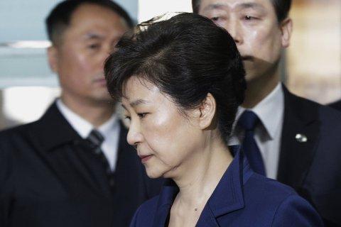 Экс-президента Южной Кореи приговорили к 24 годам тюрьмы за коррупцию