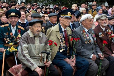 Путин подписал указ о ежегодной выплате в 10 тыс. рублей ветеранам ко Дню Победы. Их получит только один из пятнадцати
