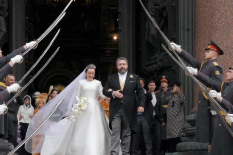 В Санкт-Петербурге началось служебное расследование по участию роты почетного караула в венчании Романовых