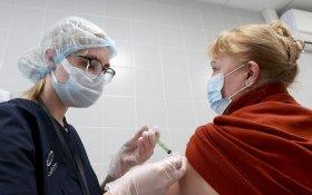 Пожилые москвичи получат компенсацию в десять тысяч рублей за вакцинацию от коронавируса