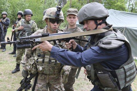 Конгресс США одобрил поставки летального оружия на Украину