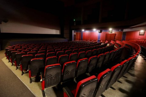 В России закрывают кинотеатры, санатории, развлекательные центры