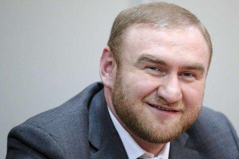 Две трети россиян считают взятки и аресты чиновников проявлением разложения власти