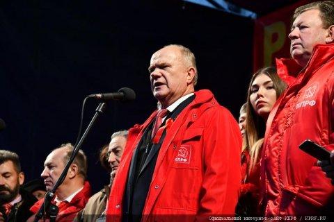 Видеорепортаж о праздничных митингах и шествиях 7 ноября в Москве в честь 100-летия Великого Октября