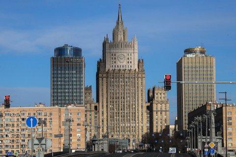 Российский МИД после инцидента с британским эсминцем пригрозил «бомбить по цели»