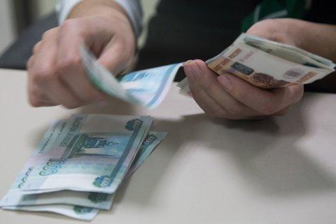 В России хотят запретить крупные покупки за наличные