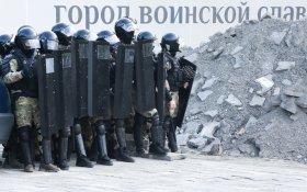 Правительство повысило зарплату и пенсии военным и полиции