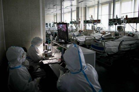 Число умерших россиян с коронавирусом превысило 7 тысяч человек